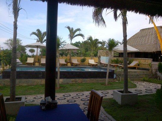 Sunset Coin Lembongan: the pool