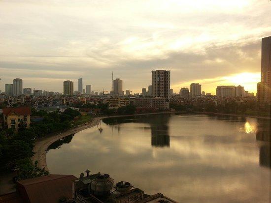 Hanoi Hotel: Peaceful scenery facing Giang Vo lake