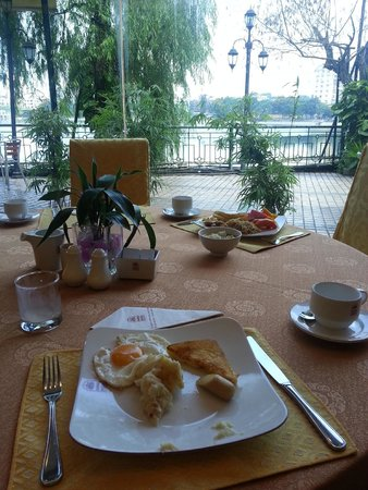 Hanoi Hotel: Decent breakfast