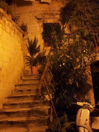 Weltkulturerbestätte Trogir: Una delle piccole strade di Trogir