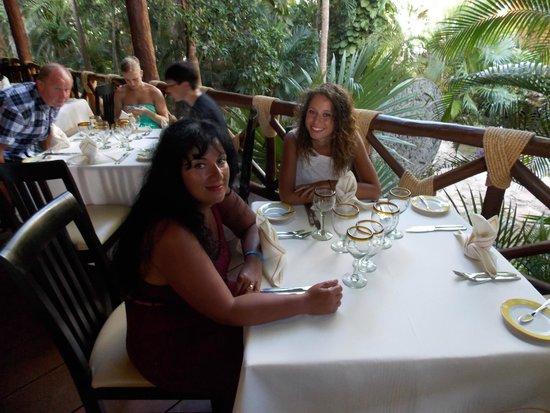 Viva Wyndham Maya: Eating again