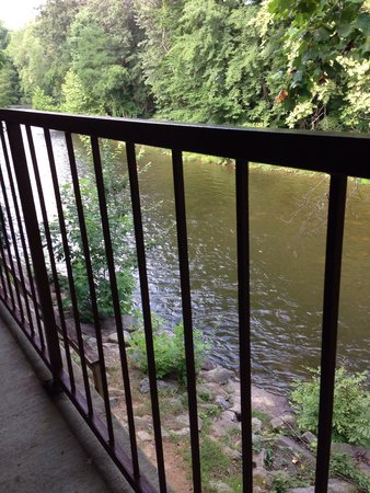 Newfound Lodge: Balcony over river