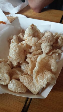Woodlands Barbecue and Pickin Parlor: a delicious order of fresh, hot pork rinds!