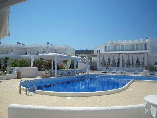 Porto Scoutari Romantic Hotel: poolside view