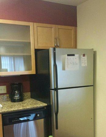 Residence Inn Cincinnati North/Sharonville : fully equipped kitchen