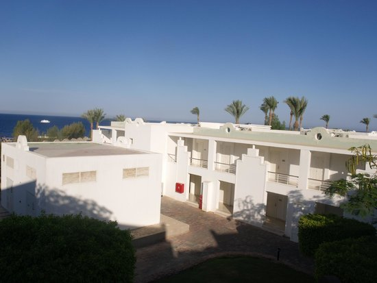 Renaissance Sharm El Sheikh Golden View Beach Resort: По дороге в бассейн