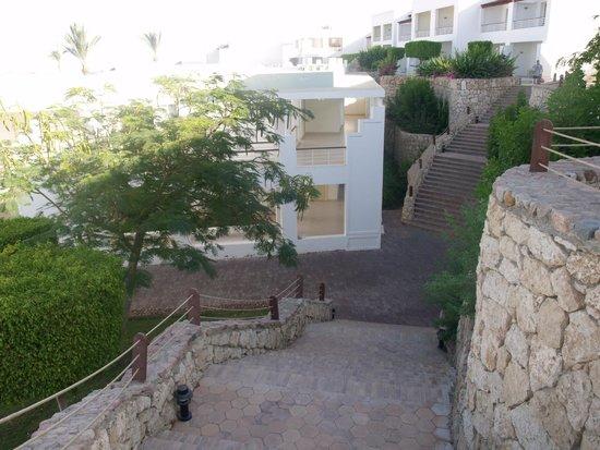 Renaissance Sharm El Sheikh Golden View Beach Resort: Путь в ресторан