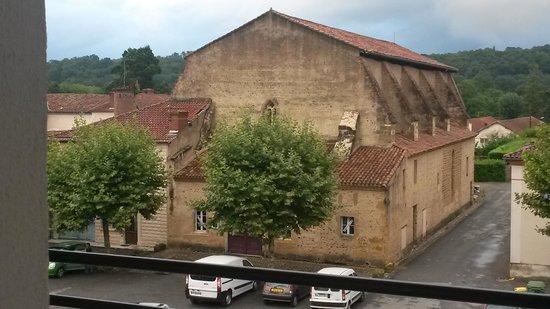 Hotel Le Loft : vue du carmel à l'arrière de l'hôtel