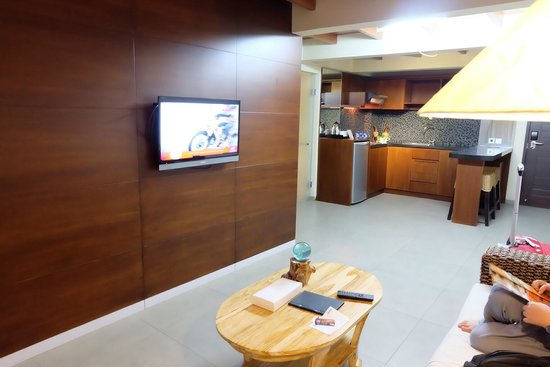 Pandawa All Suite Hotel: Small Living Room & Pantry
