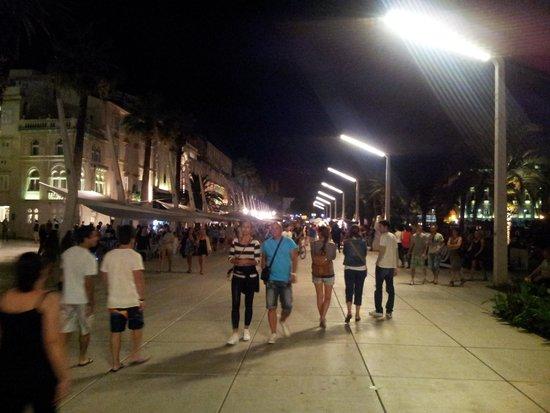 Riva Harbor: paseo nocturno