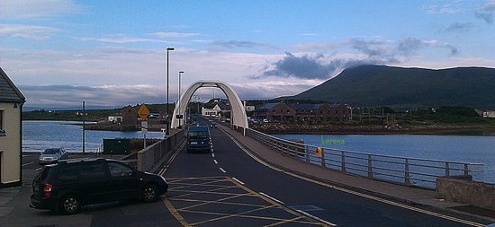 Achill Island Hotel : Bridge connecting the Island..hotel in view..