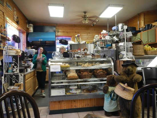 Bearclaw Bakery : Counter and Pastry cabinet