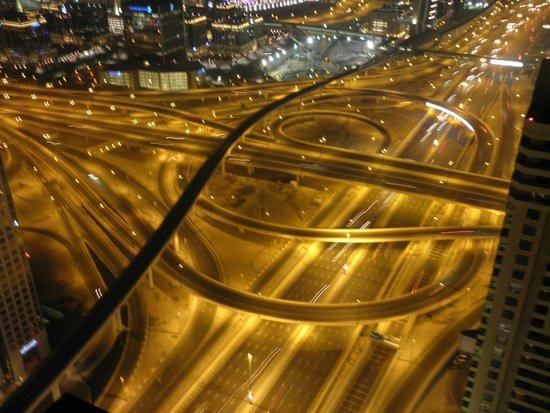 Shangri-La Hotel, Dubai : 14 lane highway but no noise in room