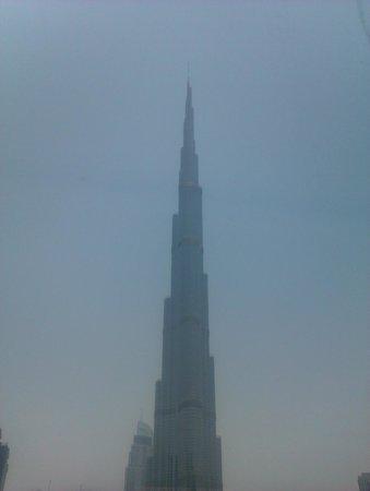 Shangri-La Hotel, Dubai : Burg Khalifa thru the haze