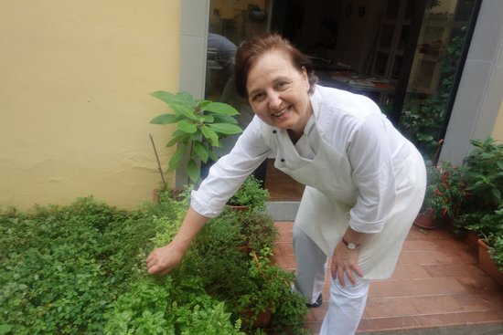 Giglio Cooking Day Course: Marcella picking basil for our salad