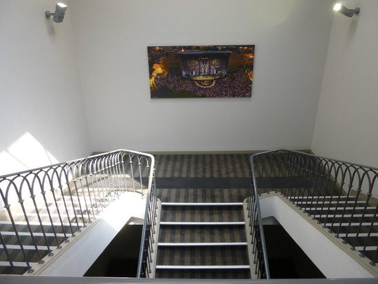 Kyriad Orange Centre : Ruime trappenhal Kyriad Orance Centre Hotel