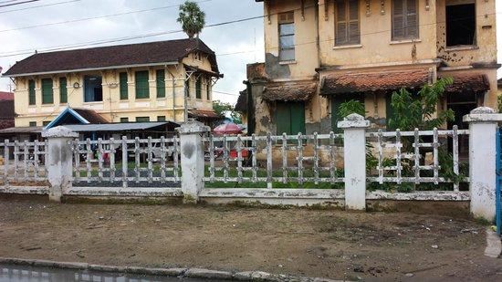 Veranda Natural Resort: Prison in Kampot