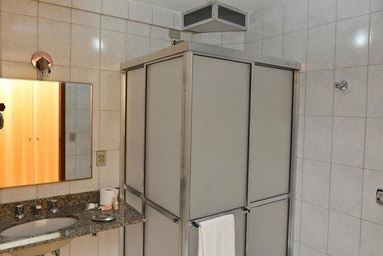 Itapetinga Plaza Hotel: Banheiro