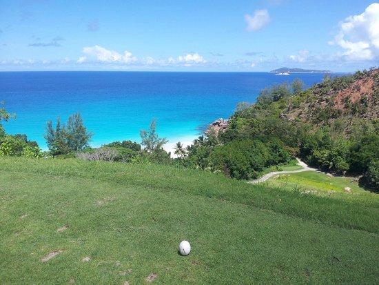 Anse Georgette: Vista su Anse Geogette dal campo di golf del Lemuria