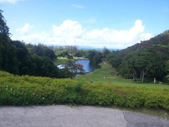Anse Georgette: laghetto e campi da golf del Lemuria