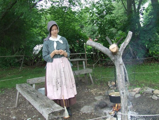 Lang Pioneer Village : Early settlers get a plot of land and have to build their own cabin