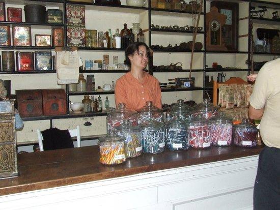 Lang Pioneer Village : Menie General Store