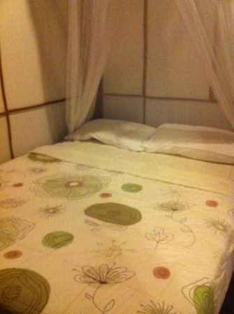 Longtail Beach Resort : queen bed