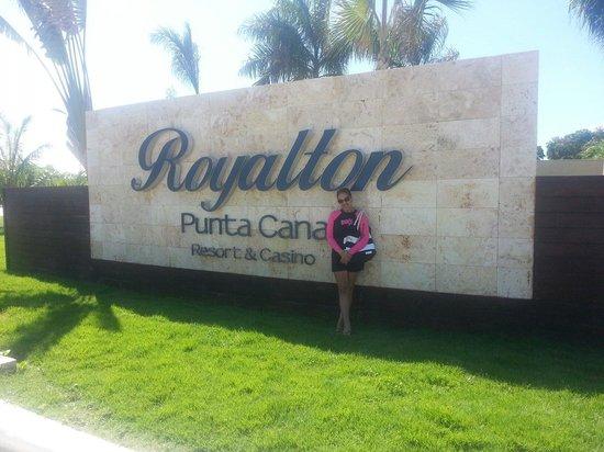 Royalton Punta Cana Resort & Casino: At the gate