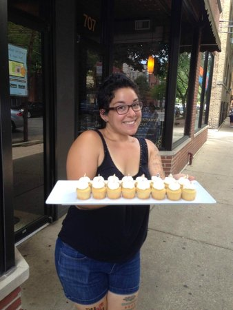 Chicago Food Planet : Christina with amazing cupcakes from Swirlz Cupcakes.  So Good!