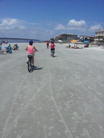 Ocean Motion Surf Co : riding on the beach
