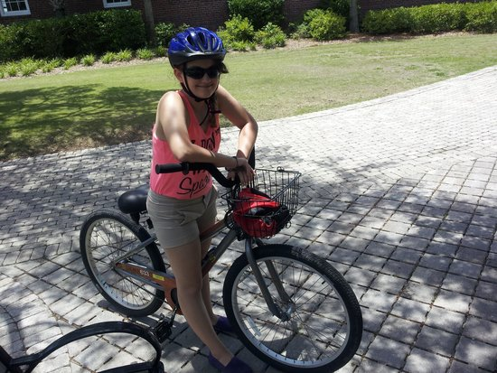 Ocean Motion Surf Co : daughter with bike