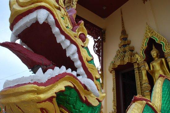 Wat Plai Laem : Details at the temple