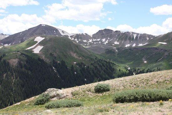 Independence Pass: Overlook at the top of the pass