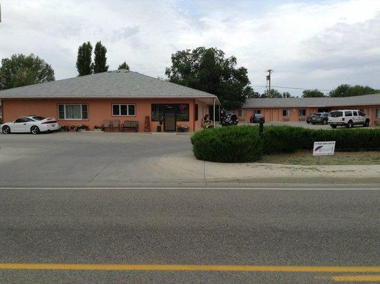 Wheels Motel : Front C