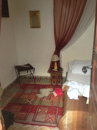 Riad Al Warda: My bedroom--very comfortable bed and bathroom. Air conditioning.