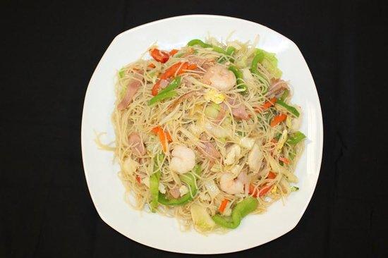 W K Kitchen: Best Thai Noodles I've ever had!