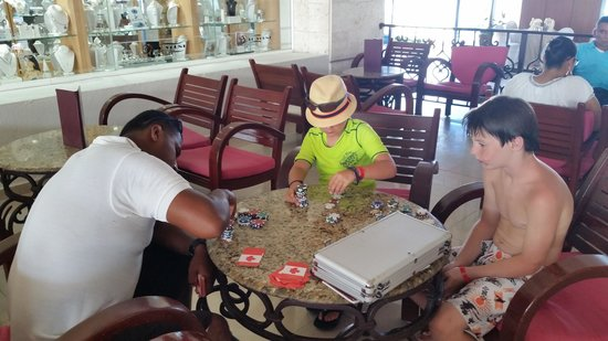 Gran Caribe Resort: Tyler and Magic playing blackjack