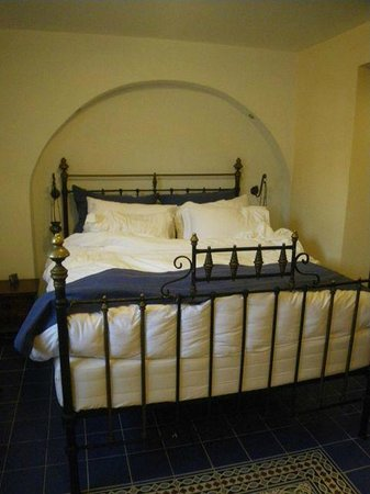 In Camera Art Boutique Hotel: our bed