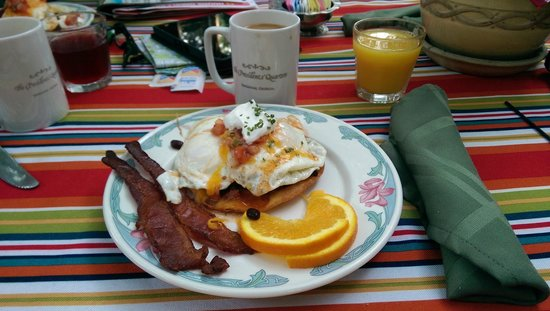 Presidents' Quarters Inn: Breakfast, Eggs Benedict