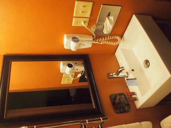 Dakotah Lodge: Bath