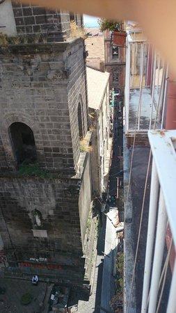 Zia Maria Home: la vista di via San Gregorio Armeno dalla finestra della camera