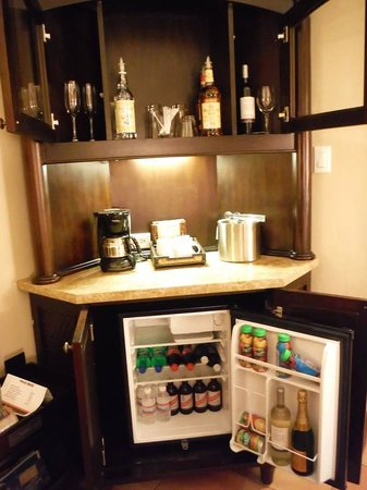 Sandals Ochi Beach Resort: Fully stocked fridge - you do need to request wine glasses if yours are used. They are not resto