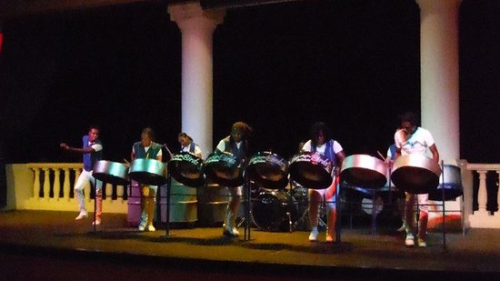 Sandals Ochi Beach Resort: Steel drums - these people are incredible! Best show we saw the whole trip