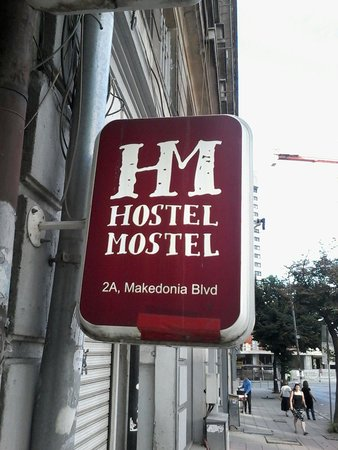 Hostel Mostel: Discrete entrance.