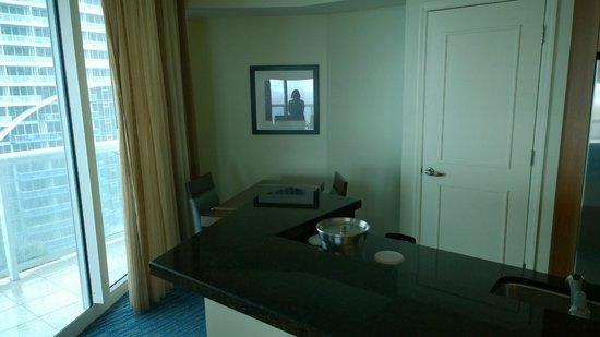Hilton Fort Lauderdale Beach Resort: Off the kitchen