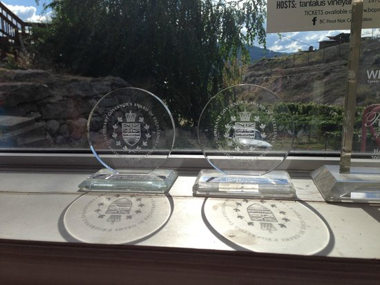 Howling Bluff Estate Winery : Prizes for the wine