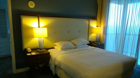 Hilton Fort Lauderdale Beach Resort : King bed