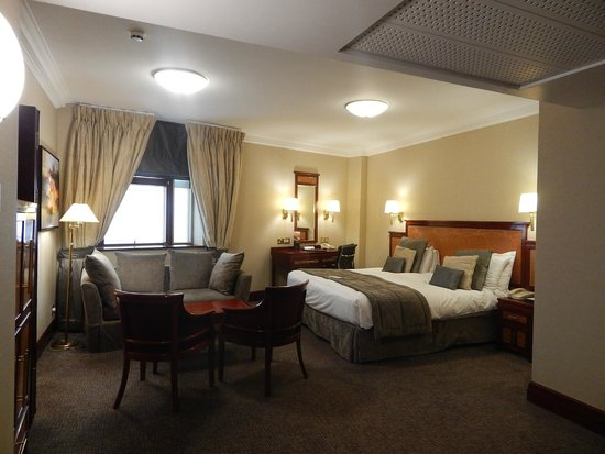 Grange City Hotel: The whole room