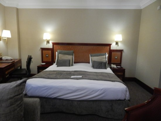 Grange City Hotel: The Bed