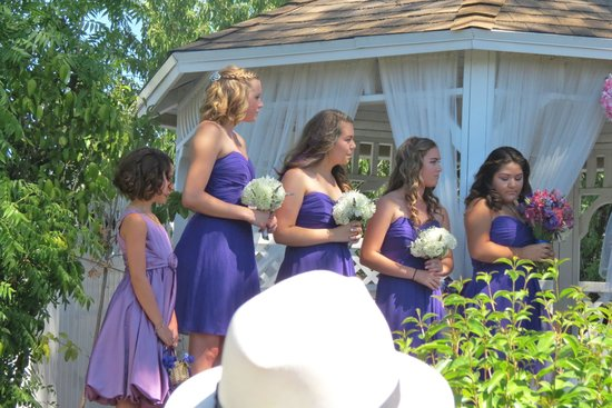Power's Mansion Inn: the beautiful bridesmaids and flower girl